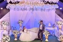 Bild könnte enthalten: 2 Personen, Personen, die tanzen, Personen, die sitzen und Hochzeit