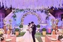 Bild könnte enthalten: eine oder mehrere Personen und Hochzeit